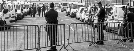 Campement de l'Eure, 16 juillet 2013, 7h00, sortie des grands jours pour la police nationale, plus de vingt fourgons, il fallait bien ça. Une heure pour faire les bagages. J'arrive à 9h00. « Où sont les Roms ? » « Ils sont dans la ville, ils sont libres», me sort le policier de service.