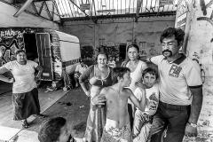 Sirbu et sa femme Rubla Daniela dorment à 6 dans une caravane désaffectée qui a servi de support de street-art.