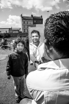 Brăza est de ceux que j'ai retrouvés au campement de l'Eure le lendemain du passage de la pelleteuse dans les décombres des matelas, meubles brisés et autres jouets d'enfant. Aucun sentiment de révolte, un seul mot à propos de l'expulsion« pourquoi ? ... pourquoi ? » Brăza est reparti au pays.